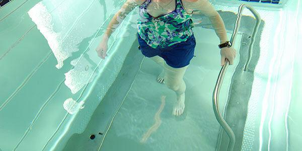 آب درمانی زانو 1