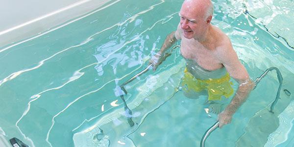 آب درمانی زانو