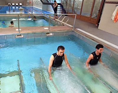 حرکات آب درمانی برای زانو